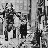მეოცე საუკუნის ოცი წამი. 1961. თავისუფლების ნახტომი