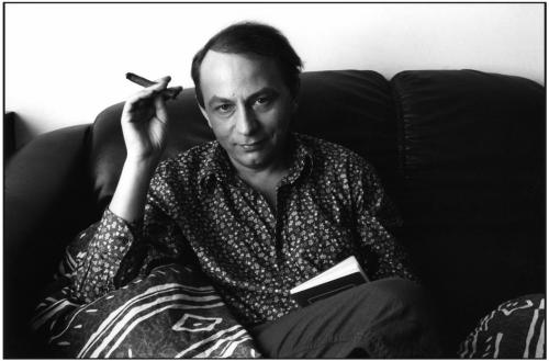 Martine Franck. November 1998. French writer Michel Houellebecq at his home. MAGNUM/Martine Franck
